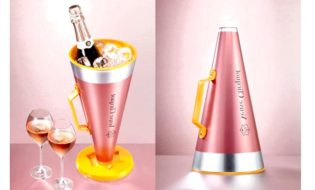Зізнатися в любові можна за допомогою шампанського: