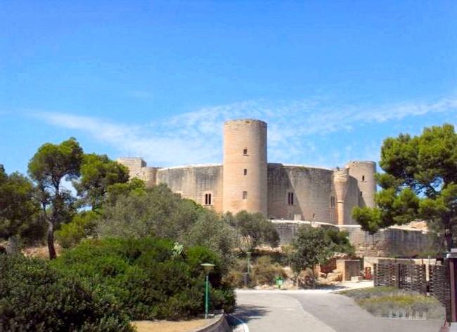 Нехай тобі насниться Пальма де Майорка: Серед інших пам'яток Пальма де Майорки варто виділити замок Бельвер, в готичному стилі, будівництво якого тривало близько 11 років. Він