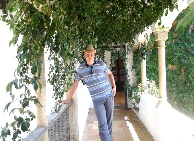 Нехай тобі насниться Пальма де Майорка: Один з куточків Пуебло Еспаньйол. Було спекотно, ми ховалися в прохолодній тіні.
