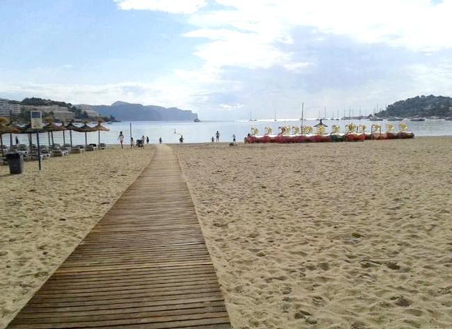 Нехай тобі насниться Пальма де Майорка: Ось такий там пляж, але це в дощову погоду, звичайно.