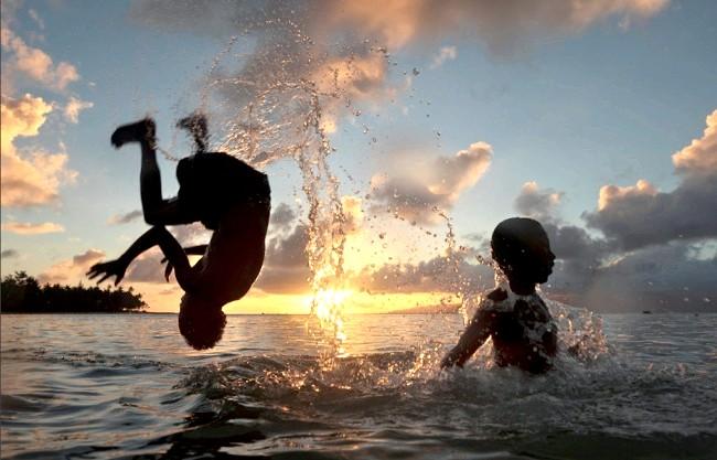Радісні моменти прийнято згадувати сьогодні: І насолоджуватися заходом сонця
