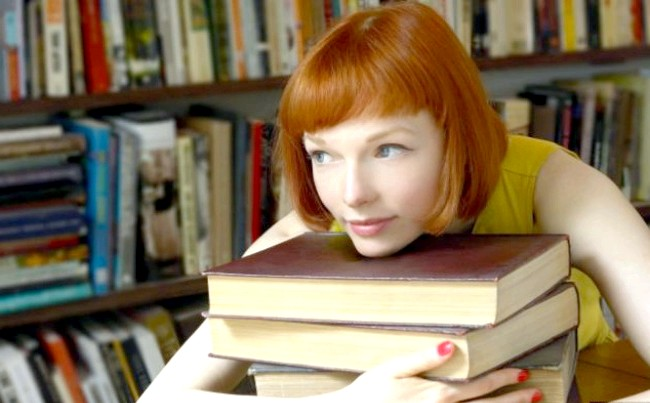 Радісні моменти прийнято згадувати сьогодні: Перечитувати улюблені книги