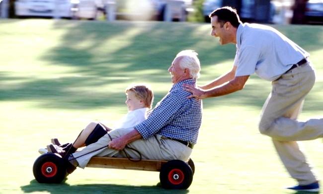 Радісні моменти прийнято згадувати сьогодні: Щастя - це вміння залишатися дитиною
