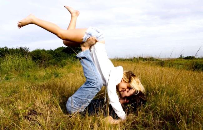 Радісні моменти прийнято згадувати сьогодні: Щастя - це кохати і бути коханим