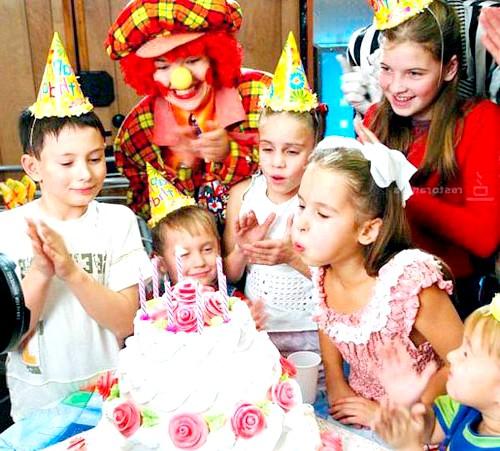 Дитині рік, як відсвяткувати подію всією сім'єю? : У будинку обов'язково створіть веселу атмосферу свята, надійти кулі і розвісьте веселі святкові атрибути. Непогано було б, якщо свій перший