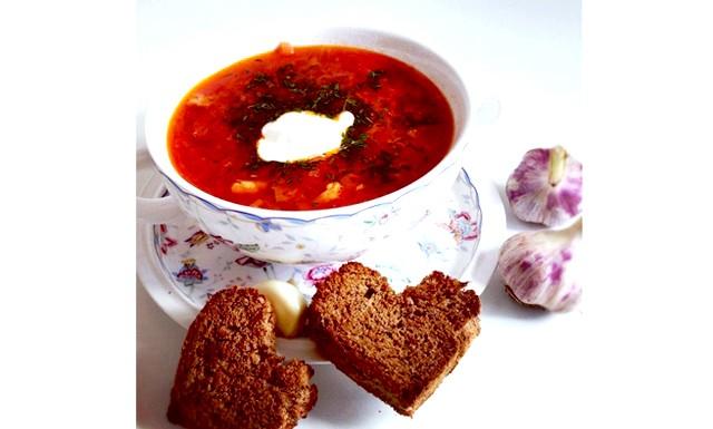 Рецепт борщу класичний: Інгредієнти: Яловича грудинка - 800 г Капуста - 1/2 невеликого качана Буряк - 1 велика