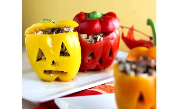 Рецепти на Хелловін: До речі, вирізати пики можна не тільки в гарбузі. Можна зробити ось такі
