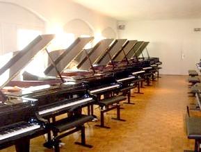 фірми-виробники фортепіано