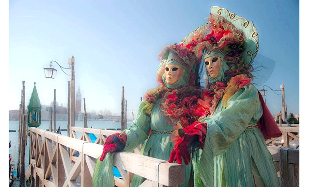 Репортаж з Венеціанського карнавалу: Наш карнавал розпочався на невеликій площі Сан Закарія, де був розташований наш готель Villa Igea. Хоча я її і площею щось