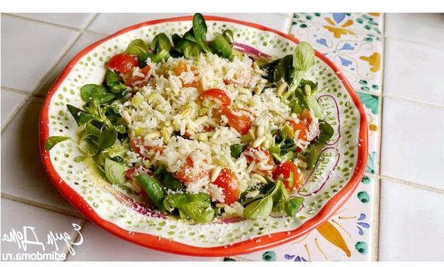 Різотто з кропивою: [url = http: //edimdoma.ru/retsepty/66511-salat-s-risom-seldereem-i-kedrovymi-oreshkami] Користь зі смаком! Рецепт салату від Юлії Висоцької [/ url]
