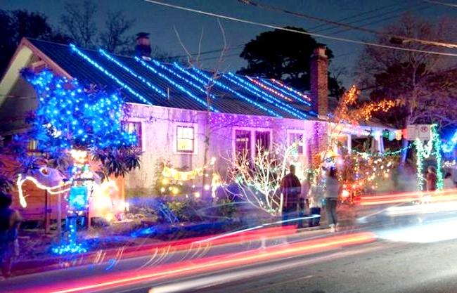Різдвяні вулиці США: 37-я вулиця, Остін, ТехасОт класичного північного оленя: цей житловий блок в столиці Техасу почав свою традицію