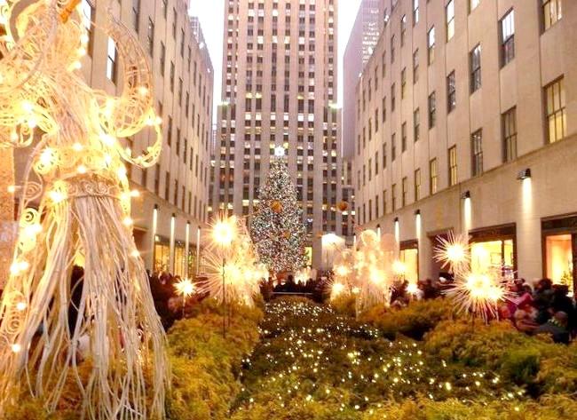 Різдвяні вулиці США: Рокфеллер центр, Нью-ЙоркВи могли бачити тисячі фільмів, які були зняті на площі Рокфеллер в грудні, це