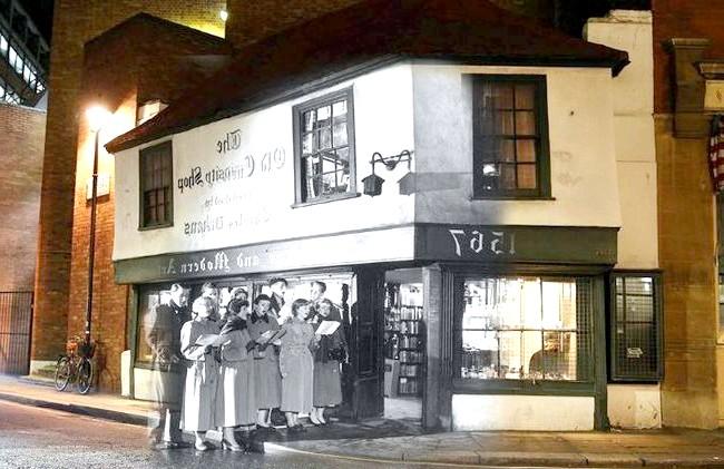 Різдво через призму часу: Магазин Old Curiosity Shop в Лондоні, сучасність і 1956