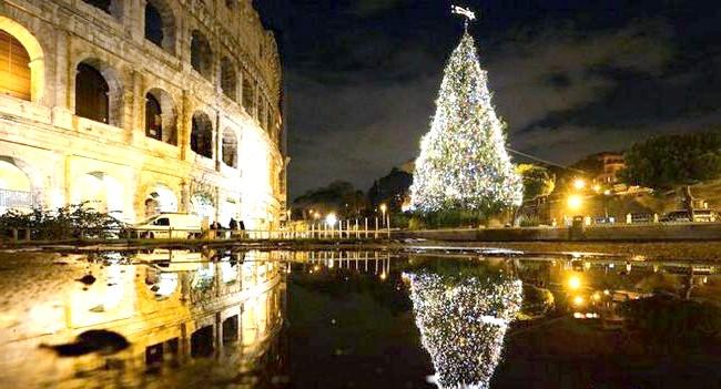 Різдво і Новий рік у різних країнах світу: Італія. Новорічна ялинка навпроти римського Колізею.