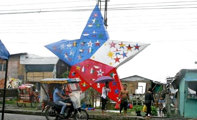 Різдво і Новий рік у різних країнах світу: Філіппіни. Незважаючи на лиха після тайфуну, жителі не забувають про свята і зустрічають їх у міру своїх можливостей.