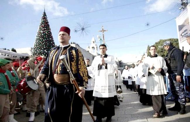 Різдво і Новий рік у різних країнах світу: Палестина. Тисячі християн прибули на урочистості до Віфлеєму.