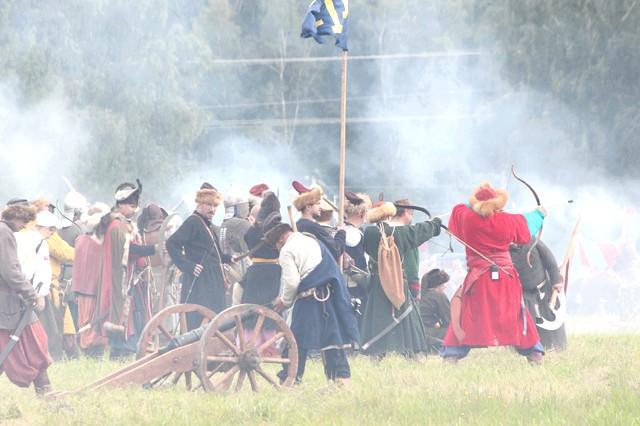 Росіяни перемогли в Молодінская Битві: Татари обстрілюють російські позиції. Дотримуючись техніки безпеки!