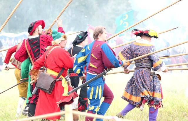 Росіяни перемогли в Молодінская Битві: Історичні фестивалі поховають Фешн-ТіВі. До чого ж гарні костюмчики!