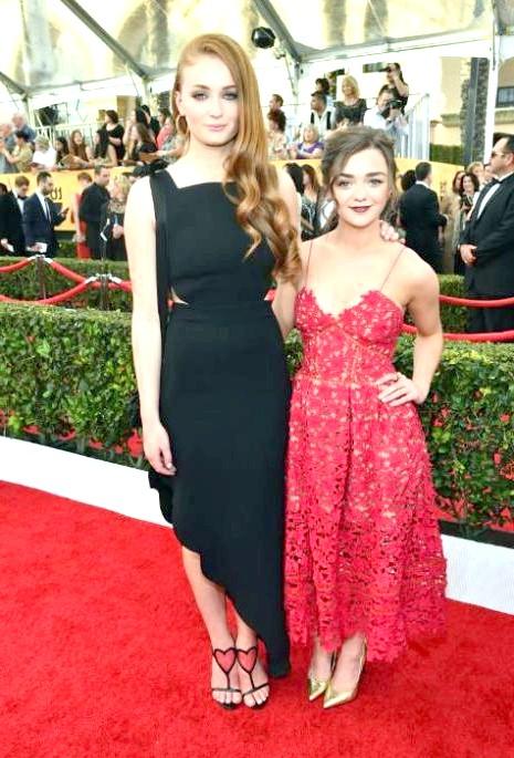 SAG Awards 2014: вбрання зірок: Мейсі Вільямс і Софі Тернер