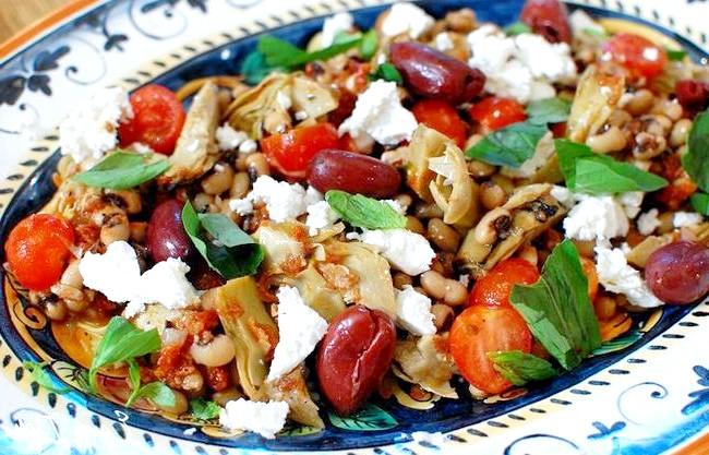 Салат «Башточка»: [url=http://edimdoma.ru/retsepty/67274-sredizemnomorskiy-salat-s-fasolyu-i-artishokami]Средиземноморская кухня. Улюблений рецепт Юлії Висоцької [/ url]
