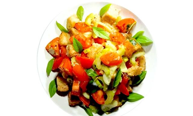 Салат Панцанелла: Інгредієнти: хліб (сірий сільський); цибуля (червоний кримський) - 1 шт. (Невелика
