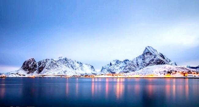Найкрасивіша село Норвегії: Ідилічна село, немов зійшла з листівки, щороку приваблює тисячі туристів, що стікають з усього світу, щоб помилуватися на природні краси