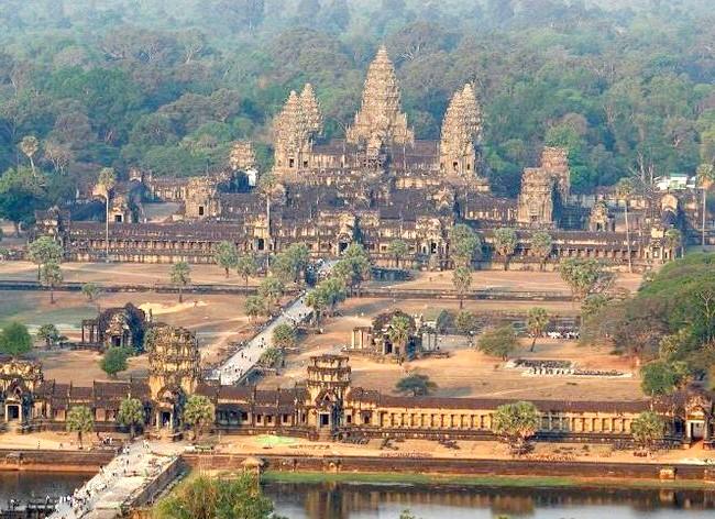 Самі фотогенічні місця у світі: Ангкор, КамбоджаДревній місто Ангкор колись був столицею кхмерської держави і одним з найбільших міст світу. Цей