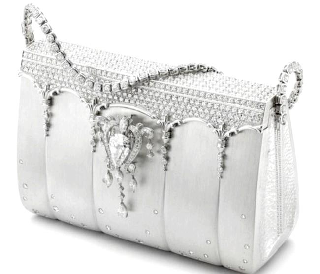 Самі ексклюзивні сумки в світі: Hermes. Ціна $ 1,9 мілліона.Ета сумка була розроблена японським дизайнером на ім'я Ginza Tanaka в 2008 році.