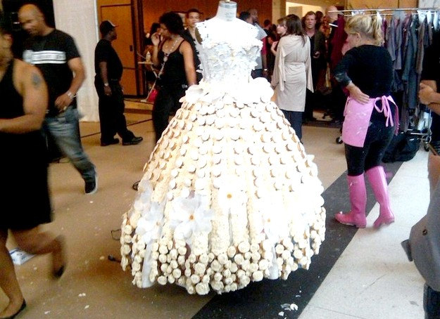 Самі екстравагантні вбрання наречених: Весільна сукня з кексів - для наречених, які люблять перекушувати на ходу.