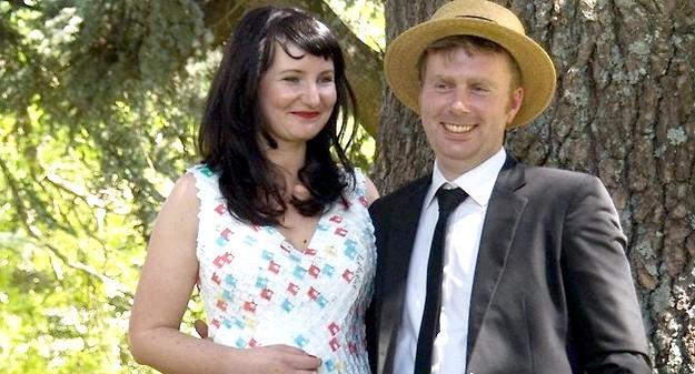 Самі екстравагантні вбрання наречених: Весільна сукня з хлібних цінників.