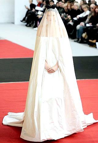 Самі екстравагантні вбрання наречених: Весільна сукня, що нагадує мішок з-під картоплі.