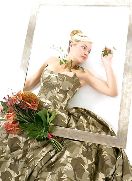 Самі екстравагантні вбрання наречених: Війна - це не привід відмовлятися від проведення весільного торжества з усіма його складовими. Художниця Еріка Саркозі представила камуфляжній весільну