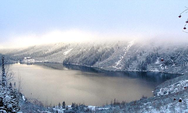 Найкрасивіші озера світу: Особливо красиво Морське Око під час зими.