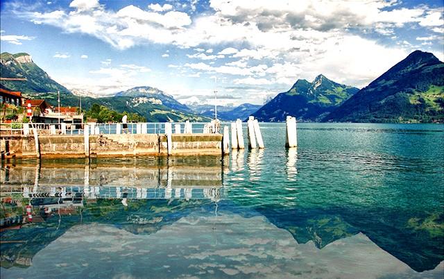 Найкрасивіші озера світу: 4. Озеро Люцерн в Швейцарії Швейцарські озера славляться у всьому світі своєю винятковою красою. Озеро Люцерн є унікальним -