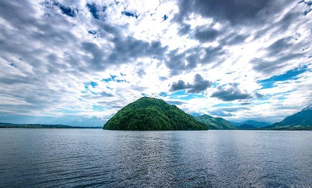 Найкрасивіші озера світу: Бирюзовое озеро Люцерн у Швейцарії.