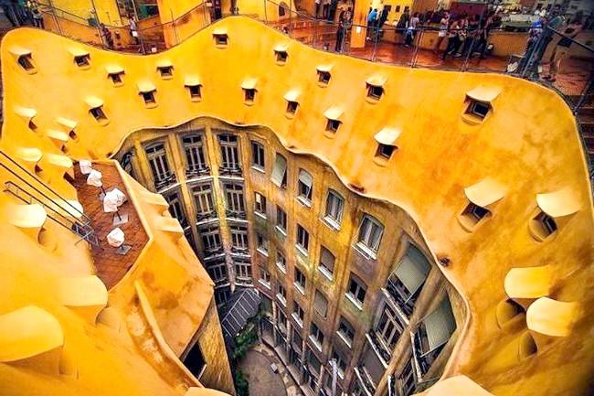 Самі незвичайні даху: Дах житлового будинку в Барселоні, Іспанія