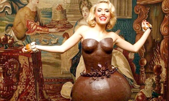 Найнеймовірніші шоколадні вироби: У 2010 році шоколадне плаття створив навіть не дизайнер, а німецька група кондитерів Lambertz.