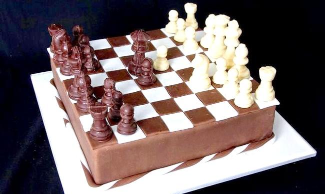 Найнеймовірніші шоколадні вироби: Є шоколадні іграшки та більш приємні, наприклад, шахи. Тепер фраза «я тебе з'їм» набуває зовсім іншого звучання.