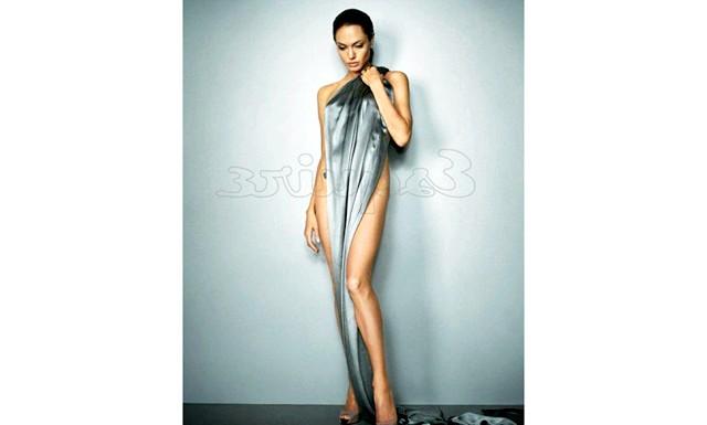 Найсексуальніші жінки за версією журналу Esquire: Анджеліна ДжоліАнджеліна Джолі на 76-й щорічній церемонії вручення премії «Оскар», 29 лютого 2004 року в Лос-Анджелесі.