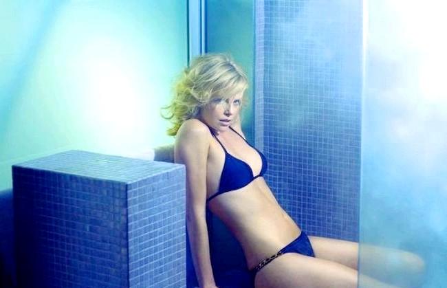 Найсексуальніші жінки за версією журналу Esquire: Шарліз ТеронАктріса Шарліз Терон позує для фото в Esquire Magazine, який назвав її найсексуальнішою жінкою