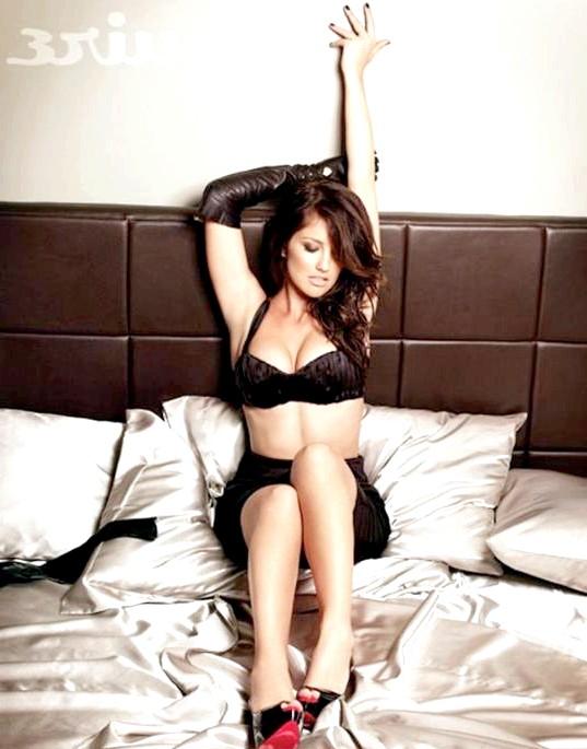 Найсексуальніші жінки за версією журналу Esquire: Мінка Келлі Мінка Келлі був названа найсексуальнішою жінкою журналу Esquire в 2010 році.