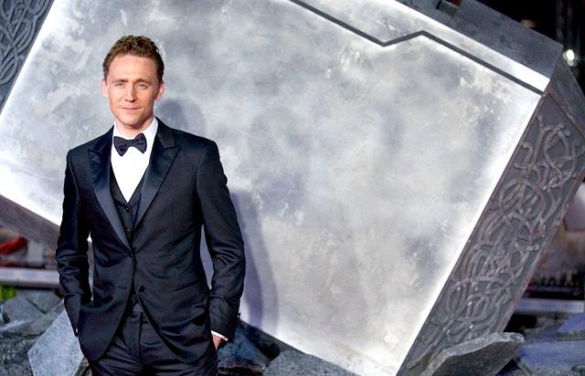 Найсексуальніший чоловік року 2014: Том Хіддлстон, відомий своїми ролями у фільмах «Тор», «Тор 2: Царство темряви» і «Месники», влаштувався на третьому рядку. Таким чином,