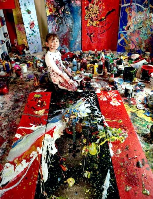 Семирічна дівчинка малює приголомшливі картини: