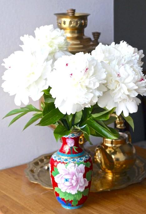 Сезон півоній: У Китаї півонії - культові квіти. Зображуються повсюдно. І на вазах, само собою.