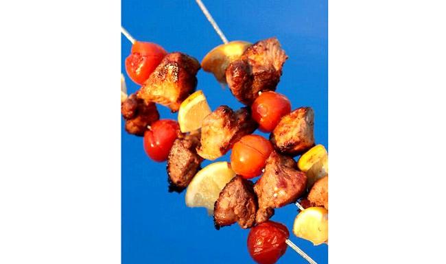 Шашлик. Вироблено на Еве.Ру: Шашлик в непогодуСостав: свинина, помідорчики, лимон, кетчут, майонез, сіль, перець за смаком. Свинину порізати на невеликі