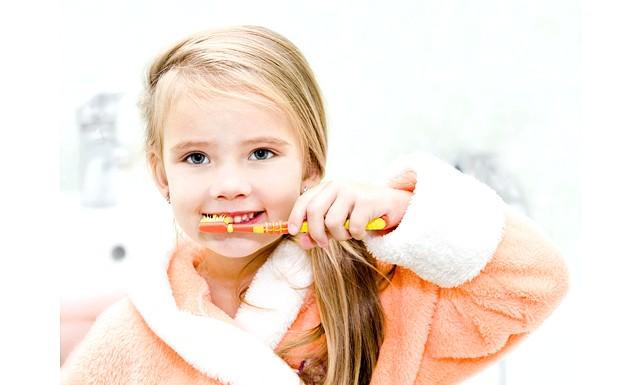 Щітка і паста допоможуть навчити дитину чистити зуби: