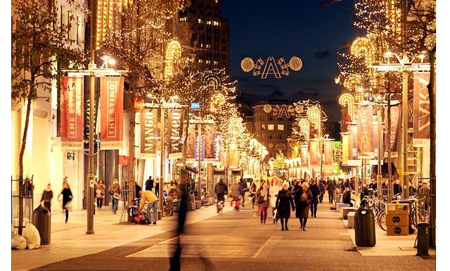 Казка наяву - Різдво в Бельгії: Традиційні ярмарки, атракціони, катки під відкритим небом, гарячі вафлі зі всілякими начинками, какао, пиво і звичайно ж, радують погляд різдвяні