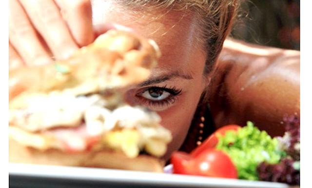Скільки потрібно пробігти, щоб спалити калорії: Знаючи, що для того, щоб позбутися від калорій, що містяться в чизбургере, доведеться 2:00 йти зі швидкістю 5-6 кілометрів на