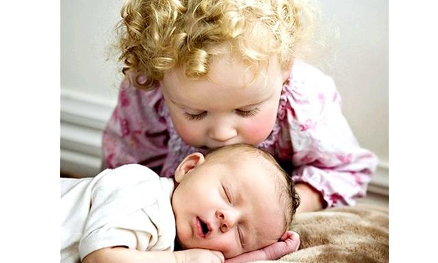 Старші діти хворіють частіше: Дитина, яка народилася в сім'ї першим, за висновками дослідників, потрапляє в групу ризику. Первістки більше за інших ризикують захворіти на серцево-судинні