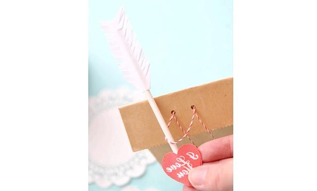 Стріла амура: Оригінальний спосіб упаковки подарунка на день Святого Валентина готовий!
